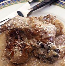 Ένα ιδιόμορφο κουνέλι αυγολέμονο που συνδυάζεται με τριμμένο κεφαλοτύρι και κόκκινο κρασί. Παραδοσιακή ξεχασμένη συνταγή της Σαντορίνης Mediterranean Recipes, Greek Recipes, Pork, Beef, Dinner, Kale Stir Fry, Meat, Dining, Food Dinners