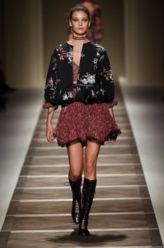 Etro Woman Spring Summer 16 Fashion Show - Discover more: http://www.etro.com/en_it/world-of-etro/woman-collection-ss16