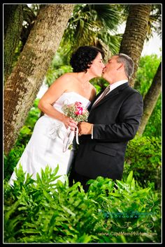 My photo www.CaptMemPhotos.com  Captured Memories Photography in Florida.    Create depth in an image.  Have something in the foreground and background of your subjects for interest.  #capturedmemoriesphotography #wedding #photography #weddingphotography #floridaphotographer #floridaweddingphotographer