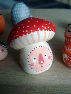 """Totem de poche """"Mon champignon"""" oMamaWolf figurine en porcelaine froide : Art céramique par omamawolf"""