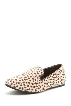 Flat shoes for the walking during your #travels. (BootsiTootsi Leopard Print Flat Shoe)