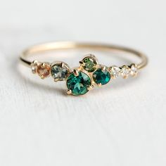 Trellis in Giverny Ring with a cluster of green earth . Spalier in Giverny Ring mit einer Ansammlung grüner Edelsteine, Champagner… New! Trellis in Giverny ring with a cluster of green gems, champagne … - Diy Schmuck, Schmuck Design, Ring Designs, Bling Bling, Engagement Ring Settings, Engagement Rings, Morganite Engagement, Morganite Ring, Peach Sapphire