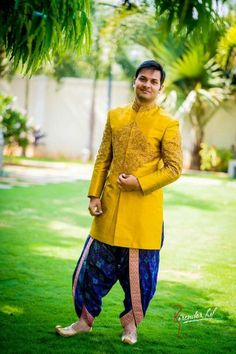 Sparkling Fashio n Wedding Kurta For Men, Wedding Dresses Men Indian, Wedding Dress Men, Wedding Outfits For Men, Desi Wedding, Bridal Outfits, Saree Wedding, Wedding Men, Mens Indian Wear