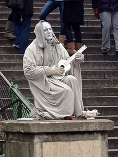 Living Statue in front of Sacre Couer