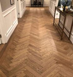 Our Natural Smooth Oak Herringbone Parquet is a brand new board finished with a hard wax oil to create a hardwearing board that suits any environment. Oak Parquet Flooring, Hallway Flooring, Wooden Flooring, Kitchen Flooring, Design Studio, Küchen Design, House Design, Hallway Decorating, Interior Decorating