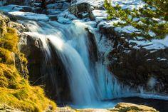 https://flic.kr/p/Dr6Ktm | Planell d' Aigüestortes | El Parc Nacional d'Aigüestortes i Estany de Sant Maurici és un espai natural protegit de l'Alt Pirineu. És un dels catorze parcs d'Espanya amb la categoria de Parc Nacional i l'únic que hi ha a Catalunya. Fou declarat parc nacional el 21 d'octubre de 1955.  Està situat a la part central de la Serralada Pirinenca entre les comarques de l'Alta Ribagorça, el Pallars Sobirà, la Vall d'Aran i el Pallars Jussà. El nucli central del parc està en…