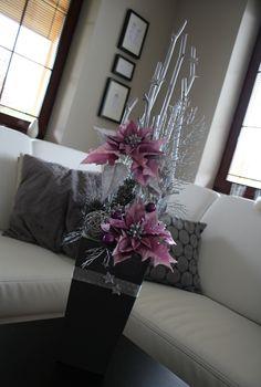 Luxusní+vánoční+dekorace+s+vánoční+hvězdou+Krásná venkovni+nebo+i+vnitřní+dekorace,+která+dokonale+doplní+Vaši+vánoční+výzdobu. V+kvalitním+outdoorovém+plastu+s+luxusními+látkovými vánočními+hvězdami,+ratanovými+koulemi,+šiškami,+skleněnými+kouličkami,+hvězdičkami,+atd....+Výška dekorace cca +78+cm,+šířka 23+cm+ + + Christmas Planters, Indoor Christmas Decorations, New Years Decorations, Christmas Centerpieces, Holiday Decor, Elegant Christmas Trees, Christmas Flowers, Beautiful Christmas, Christmas Diy