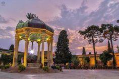 Мавзолей Хафиза — одна из наиболее знаменитых и посещаемых достопримечательностей Шираза. Архитектурный комплекс состоит из мемориального зала, Хафизе, и открытого павильона, который установлен над мраморной гробницей. Посетители гробницы могут получить предсказание, открыв наугад томик стихов Хафиза, оставленный в павильоне специально для этого. На территории вокруг мемориального комплекса обустроены несколько бассейнов, а вокруг растут апельсиновые деревья,