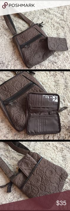 Thirty One Brown Shoulder Bag & Wallet BUNDLE ALERT! Thirty One Organizing Shoulder Bag & Perfect Cents Wallet. Great set. Barely used. Excellent condition. No frays, tears, or stains. Adjustable Shoulder strap. Great deal! Thirty One Gifts Bags Shoulder Bags