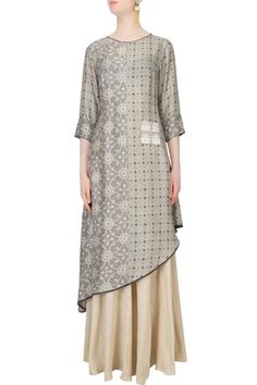 Anushree presents Grey half and half printed asymmetric tunic and off white skirt set available only at Pernia's Pop Up Shop. Tunic Designs, Kurta Designs, Dress Designs, Kurti Patterns, Dress Patterns, Pakistani Outfits, Indian Outfits, Western Outfits, Linen Dresses