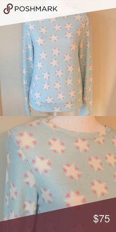 ❤️WILDFOX COMFY SWEATSHIRT NWT❤️ Super comfy brand new WILDFOX SWEATSHIRT.  Light blue with stars ⭐️⭐️. Tag XS will fit small as well Wildfox Tops Sweatshirts & Hoodies