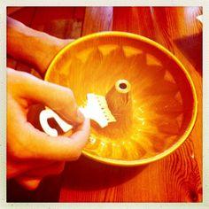 1. resepti nopea suklaakakku, yhteisleivonta Twitterissä 19.1.2013 klo 14 alkaen - kakkuvuoan voitelu