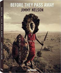 """""""Before they pass away"""" von Jimmy Nelson: Ich glaube, das ist das größte & schwerste Buch, dass wir besitzen. Ich verneige mein Haupt vor diesen unglaublichen Bildern, jedes so schön wie ein Gemälde. Eine Sammlung von Porträts ferner Kulturen, die - wie so vieles - langsam verschwinden."""