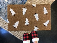 Looking for a custom doormat to add a personalized touch to your holiday decor? This hand painted doormat is the perfect addition to your Christmas decor and also makes the perfect housewarming gift for your new neighbors down the street. Front Door Christmas Decorations, Christmas Front Doors, Christmas Themes, Christmas Crafts, Xmas, Funny Christmas, Christmas Ornaments, Christmas Doormat, Christmas Tree Pattern