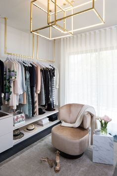 How Closet Designer Lisa Adams Dreams Up Celebrity-Worthy Spaces A seating area is sure to add a touch of luxury to a closet. Wardrobe Room, Closet Bedroom, Master Closet, Walk In Wardrobe, Master Bedroom, Walk In Closet Design, Closet Designs, Design Hall, White Closet