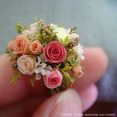 指になついてる気がするのは気のせいだろうか…( ͒ ु๑・×・ ू ͒) #miniature #mini #flower #art #clay #rose #handmade #kawaii #dollhouse #wreathe #artist #instagood #photooftheday #webstagram #antique_r_us #樹脂粘土 #クレイフラワー #ミニチュア #花 #花束 #フラワーアート #ドールハウス #フラワーリース #フラワーアレンジ #バラ #薔薇 #アンティーク #ハンドメイド #ドライフラワー