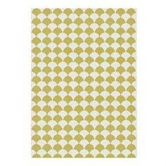 Iso Gerda-matto sinapinvärisenä on pehmeä vinyylimatto, joka on valmistettu Ruotsissa. Brita Swedenin valmistamassa matossa on trendikäs graafinen kuvio, jossa yhdistyvät kaksi eri väriä. Matto sopii erinomaisesti olohuoneeseen, mutta se on myös oiva valinta lastenhuoneeseen. Piristä kotisi ilmettä tällä laadukkaalla Gerda-matolla!