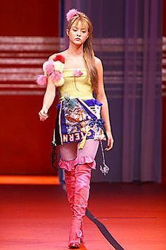 Christian Lacroix Fall 2001 Ready-to-Wear Fashion Show - Christian Lacroix, Devon Aoki (CITY)