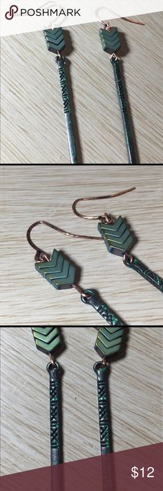 Antique Finish Arrow Ore Earrings .Arrow Earrings These are great for a casual look or a night on the town . Antique finish tribal arrow earrings .Nickel, Cadium, lead  Free .New Pink Plume Jewelry Earrings