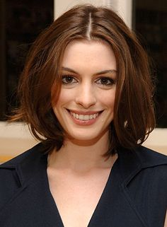 Anne Hathaway - bob with long layers- middle part. Cut Her Hair, My Hair, Celebrity Hairstyles, Cute Hairstyles, Anne Hathaway Short Hair, Short Hair Cuts, Short Hair Styles, Beautiful Brown Eyes, Hair Styles 2016
