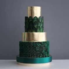 Chic Technique: Dark green and gold multi-tiered wedding cake. The Chic Technique: Dark green and gold multi-tiered wedding cake.The Chic Technique: Dark green and gold multi-tiered wedding cake. Gorgeous Cakes, Pretty Cakes, Amazing Cakes, 4 Tier Wedding Cake, Wedding Cake Designs, Green Wedding Cakes, Colourful Wedding Cake, Fruit Wedding, Gold Wedding