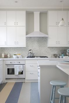 White Kitchen Cabinets with White Countertops - Contemporary - kitchen - Para Paints Snowfall - Sarah Richardson Design Ikea Kitchen Cabinets, White Appliances, Kitchen Flooring, Kitchen Backsplash, Stainless Appliances, Sarah 101, Bakers Kitchen, New Kitchen, Kitchen Designs