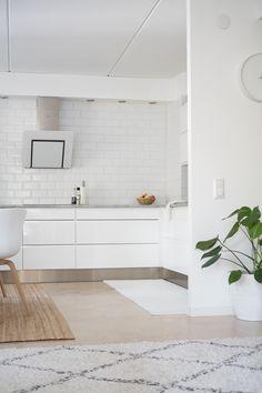10 parasta asiaa keittiössäni ja mitä tekisin ensi kerralla toisin  #kitchen #skandiliving Alcove, Bathtub, Bathroom, Kitchen, Standing Bath, Washroom, Bathtubs, Cooking, Bath Tube
