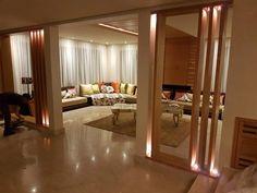 Salon moderne – canapé – coussins – table basse – Intérieur sur mesure