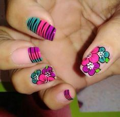 Flor y animal print Get Nails, Hair And Nails, Cute Nail Art, Fabulous Nails, Flower Nails, Manicure And Pedicure, Beauty Nails, Pretty Nails, Acrylic Nails