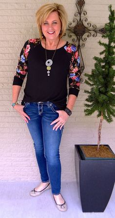 Is not old floral sleeves for spring casual t-shirt floral comfortable fashion over for the everyday woman Fashion For Petite Women, Womens Fashion Casual Summer, Office Fashion Women, Summer Outfits Women Over 40, Mode Boho, Mode Chic, Style Casual, 50 Style, Women's Casual