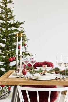 🎄 Modern Christmas!🎄  Auch für das Weihnachtsdinner sind unser Westwing Basics die perfekte Wahl . Schlichte Formen, hochwertige Materialien, höchste Qualität: Unsere Westwing Basic Kollektion ist die perfekte Basis an zeitlosen Essentials zu einem richtig guten Preis. So kommt Deine Weihnachtsdeko perfekt zur Geltung!  // // Tischdeko Tisch Decken Weihnachten Christmas Ideen Deko Dekorieren DIY Advent Tannen Eukalyptus#Weihnachten#Christmas#Ideen#Deko#Advent #T