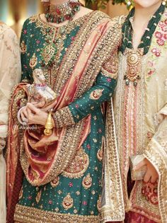 Mehndi dresses ideas for Pakistani wedding – The Odd Onee Pakistani Mehndi Dress, Pakistani Fashion Party Wear, Pakistani Formal Dresses, Shadi Dresses, Pakistani Wedding Outfits, Pakistani Wedding Dresses, Pakistani Dress Design, Bridal Outfits, Indian Fashion