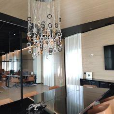 Sala riunione moderna Chandelier, Ceiling Lights, Lighting, Home Decor, Trendy Tree, Candelabra, Decoration Home, Room Decor, Chandeliers