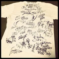2月22日。終演後にサプライズで頂戴した20周年記念Tシャツ。オールキャストのサイン入り。今後はスタジオに飾ります。