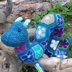 Hydra the Large African Flower Ogopogo crochet pattern - digital by Lineandloops on Etsy https://www.etsy.com/listing/267016013/hydra-the-large-african-flower-ogopogo