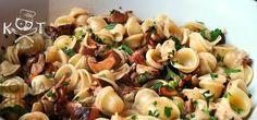 ★ Макароны с лисичками в сливочном соусе ★ #макароны #грибы #лук #сливки #сливочное масло #зелень Pasta Salad, Ethnic Recipes, Food, Meal, Essen, Noodle Salads, Macaroni Salad