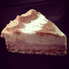 A piece of pumpkin spiced latte cake / Ein Stück Kürbis-Kaffee-Torte - #vegan, #tropicai, #fragrantvanillacake -