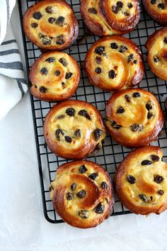 Easy French Pains aux Raisins | Del's cooking twist Pastry Recipes, Bread Recipes, Cooking Recipes, Pain Aux Raisin Recipe, Pain Aux Raisins, Raisin Recipes, Breakfast Recipes, Dessert Recipes, Gourmet Desserts