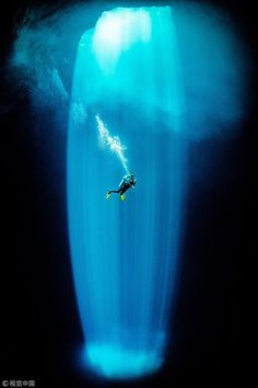 """""""""""Like being in heaven"""": Scuba diver Hiromasa Araki captures stunning pictures of a ray of sunlight illuminating an underwater cave nearly 50 meters deep off the Coast of Mexico"""" Underwater Photography, Camera Photography, Amazing Photography, Photography Tips, Camera Test, Camera Phone, Underwater Caves, Sea Cave, Create Photo"""