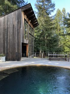 Located in the redwoods of Sonoma County in California, USA Breuer Cabin is a place of retreat built by Olle Lundberg, chief architect from Lundberg Design. Sustainable Architecture, Sustainable Design, Architecture Design, Building Architecture, Tiny House Cabin, Log Cabin Homes, Cabana, Pool Girl, Weekend House