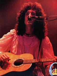 Cry over Brian May Queen Brian May, I Am A Queen, Solo Photo, Queen Freddie Mercury, Queen Band, John Deacon, Killer Queen, Rockn Roll, Rock Legends