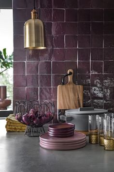 How To Decorate Kitchen Walls is very important for your home. Whether you choose the Color Ideas For Kitchen Walls or Kitchen Decor Ideas Decoration, you will create the best Decorating Kitchen Walls Ideas for your own life. Interior Design Inspiration, Home Interior Design, Interior Styling, Interior Decorating, Kitchen Interior, New Kitchen, Kitchen Walls, Purple Interior, Home Kitchens