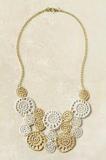 ABruxinhaCoisasGirasdaCarmita: colar em crochet  creme e branco(minha coleção