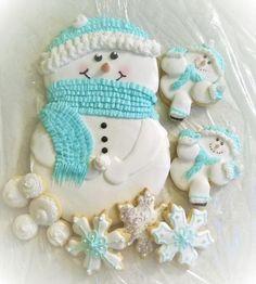 Snowball Fight cookie set by SusieQCookies Snowman Cookies, Christmas Cookies, Christmas Ornaments, Gourmet Cookies, Snowball Fight, Sugar Art, Cookie Decorating, Cookie Ideas, Submission
