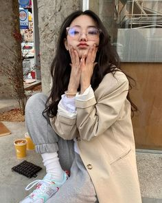 Image shared by Find images and videos about girl, fashion and style on We Heart It - the app to get lost in what you love. Korean Girl Cute, Korean Girl Ulzzang, Ulzzang Girl Fashion, Style Ulzzang, Mode Ulzzang, Pretty Korean Girls, Korean Girl Fashion, Korean Street Fashion, Asian Fashion