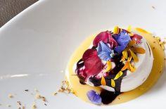 ➰ Gastronomy ➰ ⠀ Quoi que l'on entende régulièrement depuis New-York, Londres, Madrid ou Copenhague, la table parisienne ne se porte franchement pas si mal – merci pour elle !⠀ ⠀ Retrouvez mon debrief en ligne (lien dans la bio) ⠀ Doux baisers. ⠀ ⠀ #Food #Paris #Trend #Luxury #Amazing #FraiseSucreeWeb 🍓