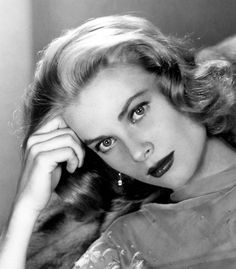 The ever-so-beautiful Grace Kelly.