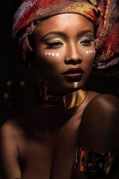 En images, notre sélection d'inspirations make up spécial peaux noires pour irradier pendant les fêtes de fin d'année.