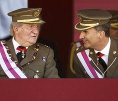 El Rey y el Príncipe, juntos en un acto miitar tras el anuncio de abdicación #realeza #royalty