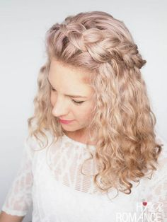 Hair Romance - How to braid curly hair - hair tips and tutorials hair types Tips for braiding curly hair (plus a quick tutorial! Curly Hair Braids, Curly Hair Types, Wavy Hair, Curly Hair For Prom, Curly Hair Braid Styles, Wedding Hairstyles For Curly Hair, Curly Wedding Hair, Kinky Hair, Long Curly